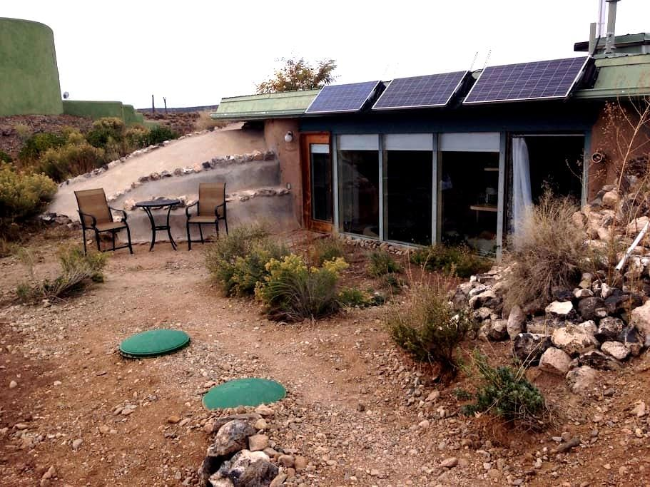 Taos Earthship Studio - Taos - Earth House