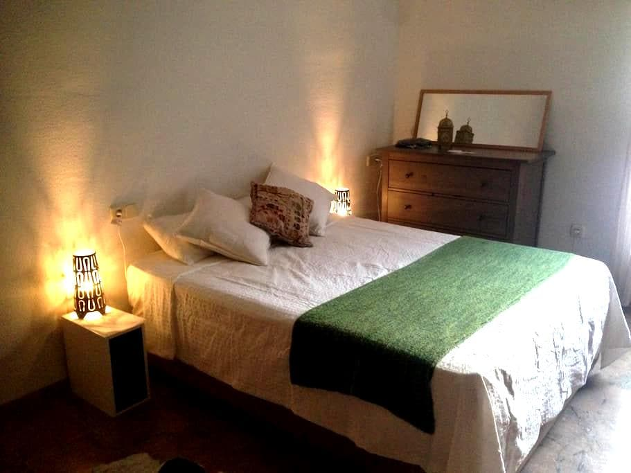 Private room with bathroom in duplx - Sevilla - Appartement