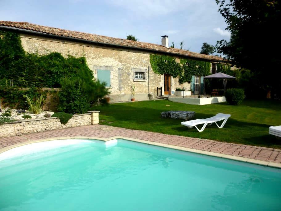 Idyllic retreat with private pool - Challignac - Casa