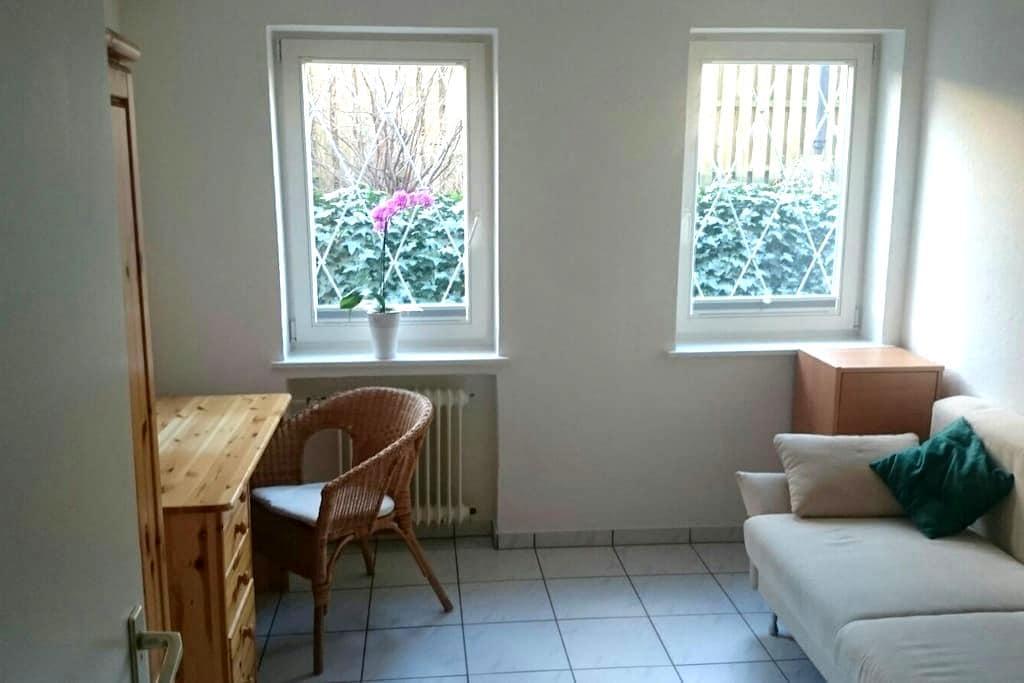 Zentrale Messe Wohnung / 2 Zimmer - Hannover - Hus