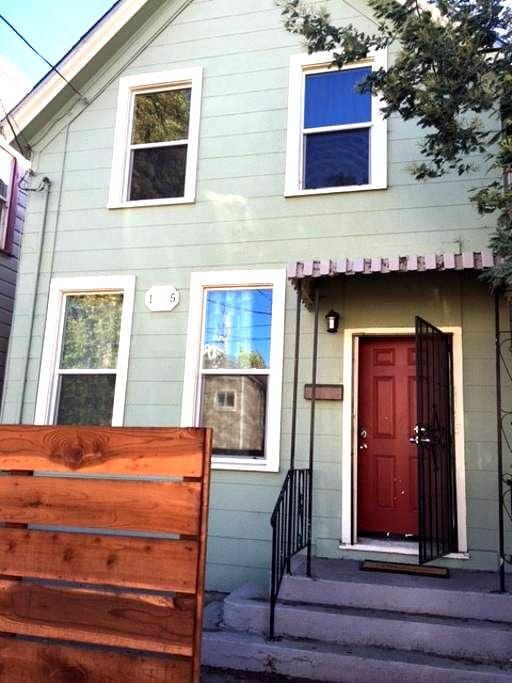 OakLanding3: hostel-style housing minutes from SF - Oakland - House