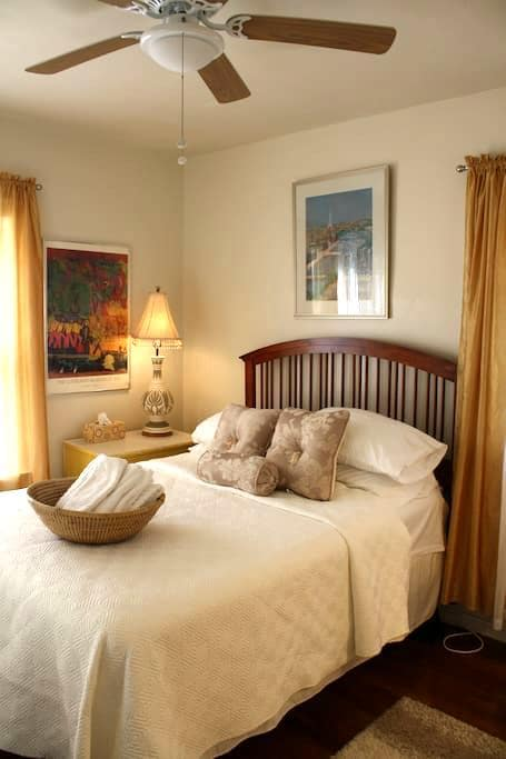Warm & Cozy, Home Away from Home, Private Space - Cleveland Heights