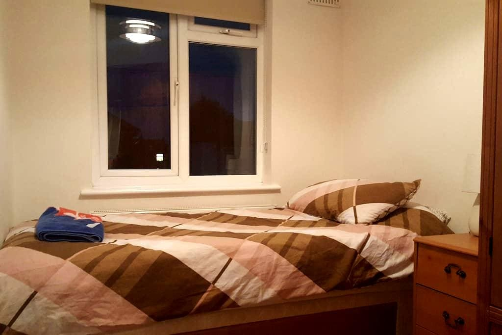 Clean single room close to Heathrow - Ashford - Apartment