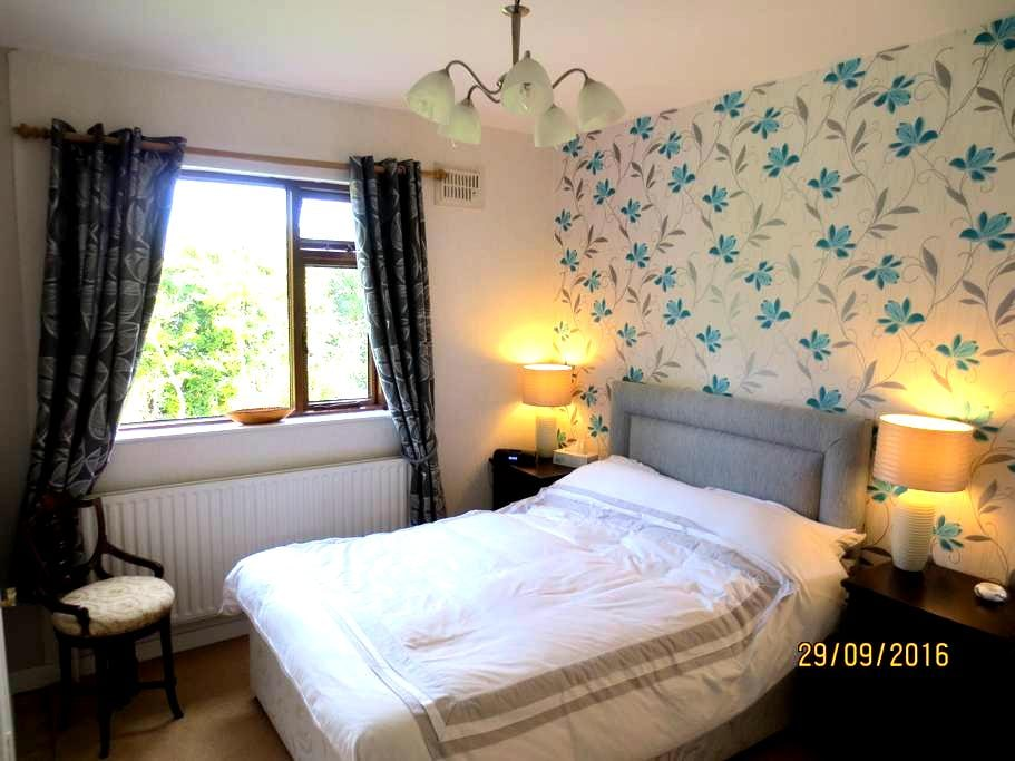 Apartment Double Bedroom En-suite. Suits 2-3 per. - Clonmel