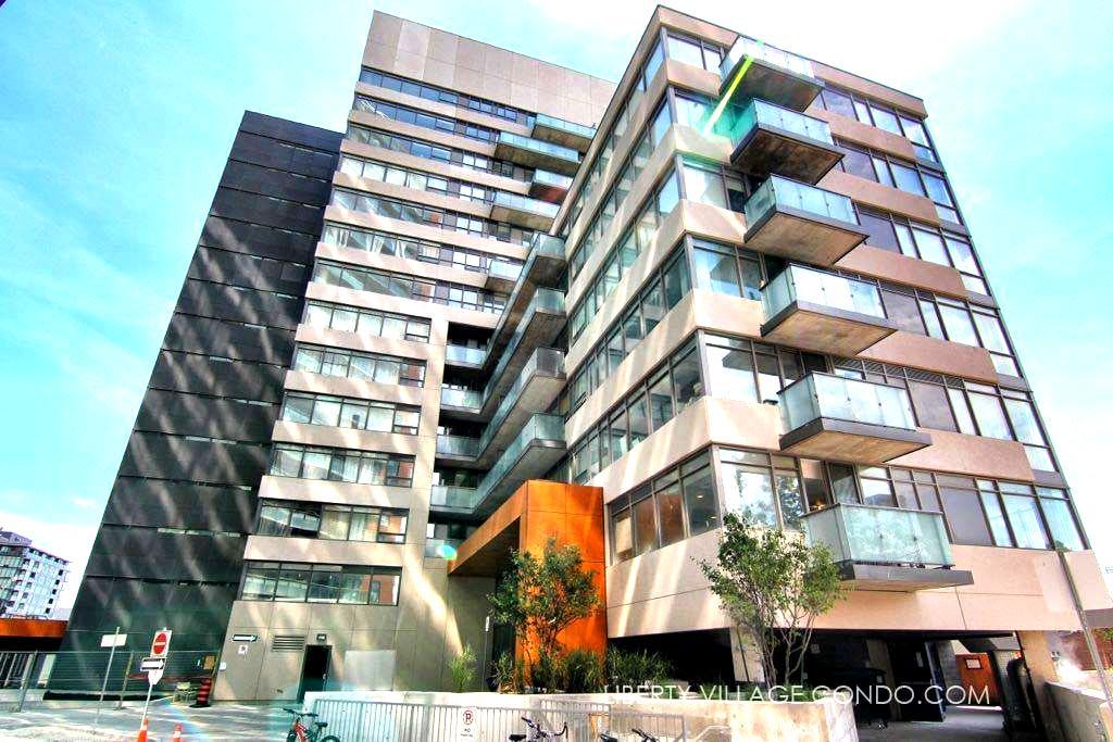 Bright and Private Condo in the heart of TO - Toronto - Condominium