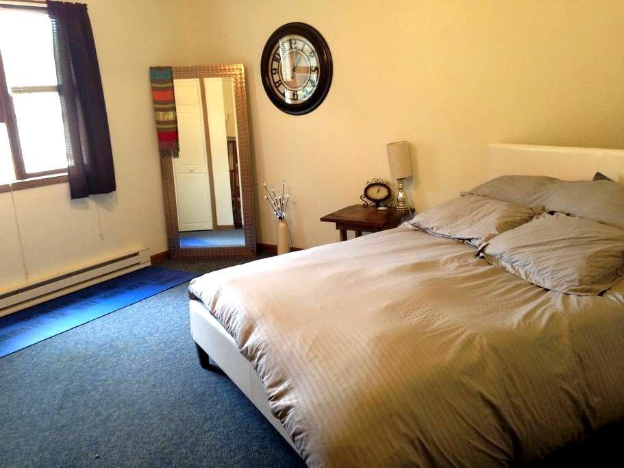 Perfectly Located Peaceful Space! - Decorah - Apartemen