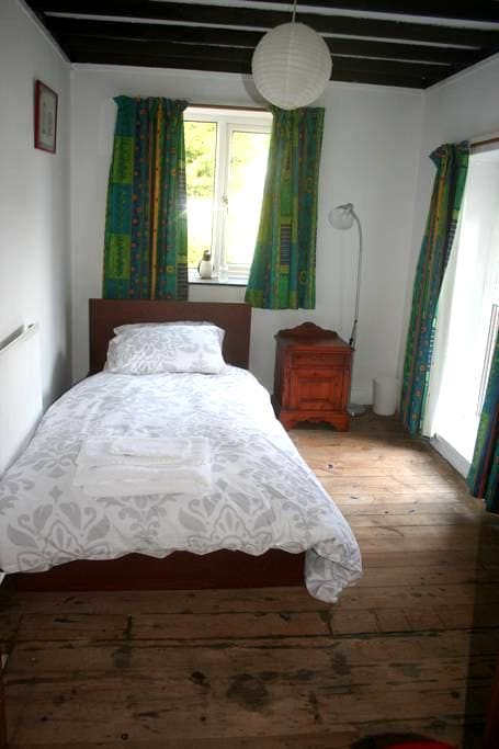 Single Bedroom - Tingewick