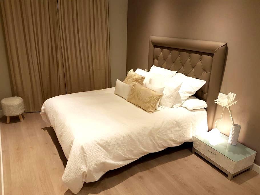Best location: Apartamento GranVia4 (PARKING&WIFI) - Granada - Huoneisto