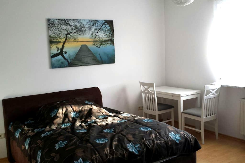 Schönes Zimmer in EFH mit Garten - Zossen