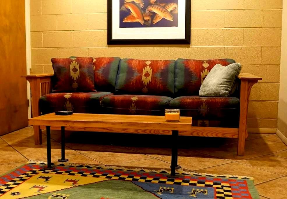 The Batcave: Charming & Cozy Private Apartment - Flagstaff - Departamento