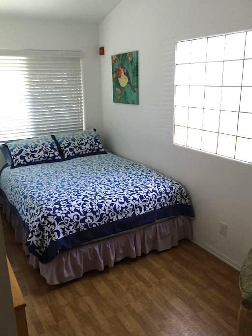 Cozy Queen Room! BLOCK to BEACH/Pier/Park!! Nice! - Redondo Beach - Casa