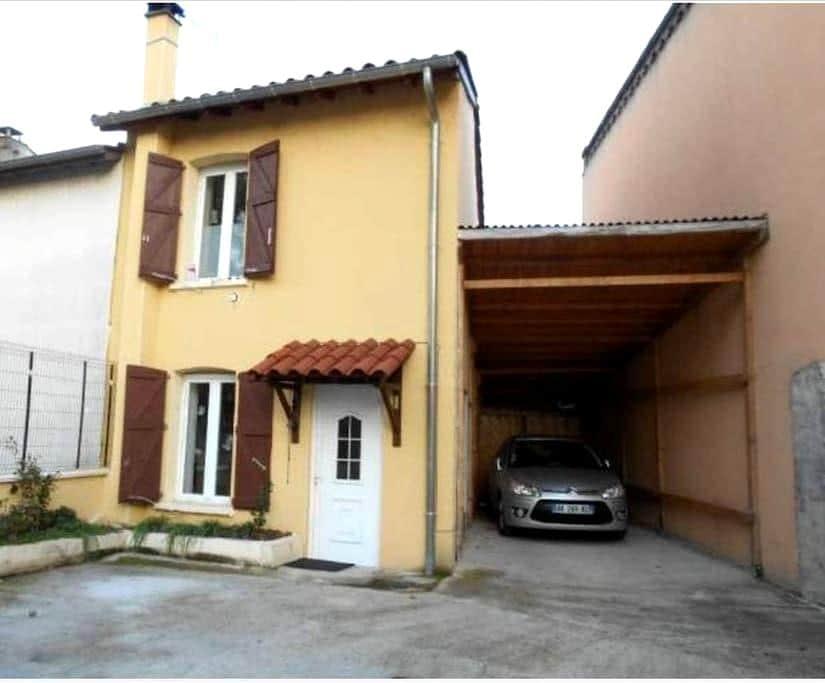 chambre individuelle dans petite maison atypique - Andrézieux-Bouthéon - Huis