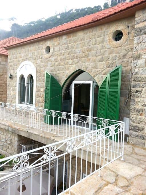 Cozy Stone Traditional House - Deir Al Qamar