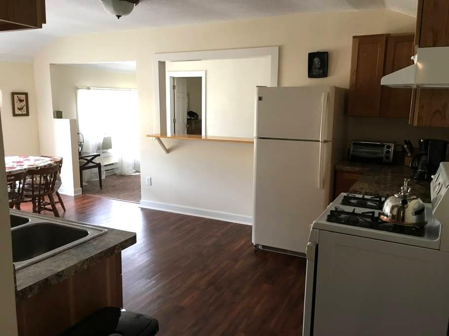 Cheerful Apartment in Downtown Arts District - Kenosha - Leilighet