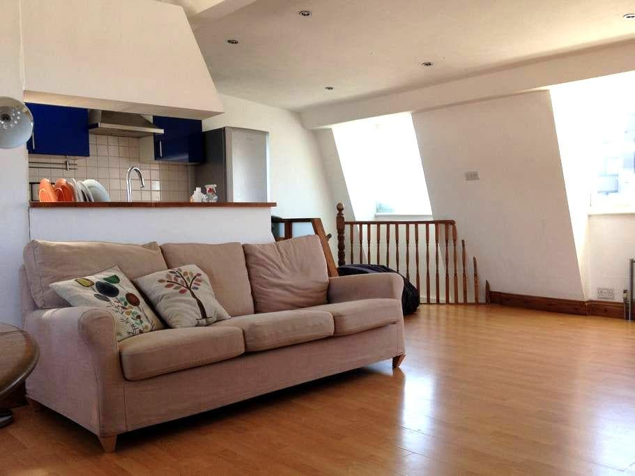 Double room in bright, spacious loft appartment - Londýn - Byt