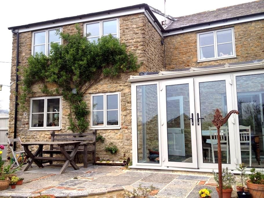 B&B in sunny, comfortable cottage. - Beaminster - Bed & Breakfast