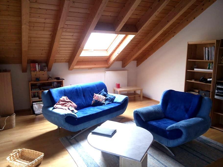 Großes helles Zimmer mit Bad - Eppingen - Rumah