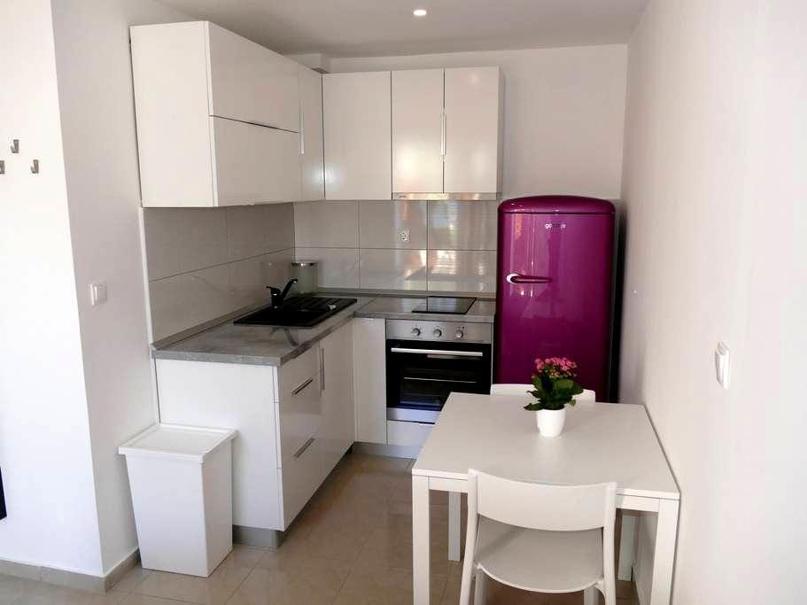 Apartment Laura Studio - Žrnovo - Rumah