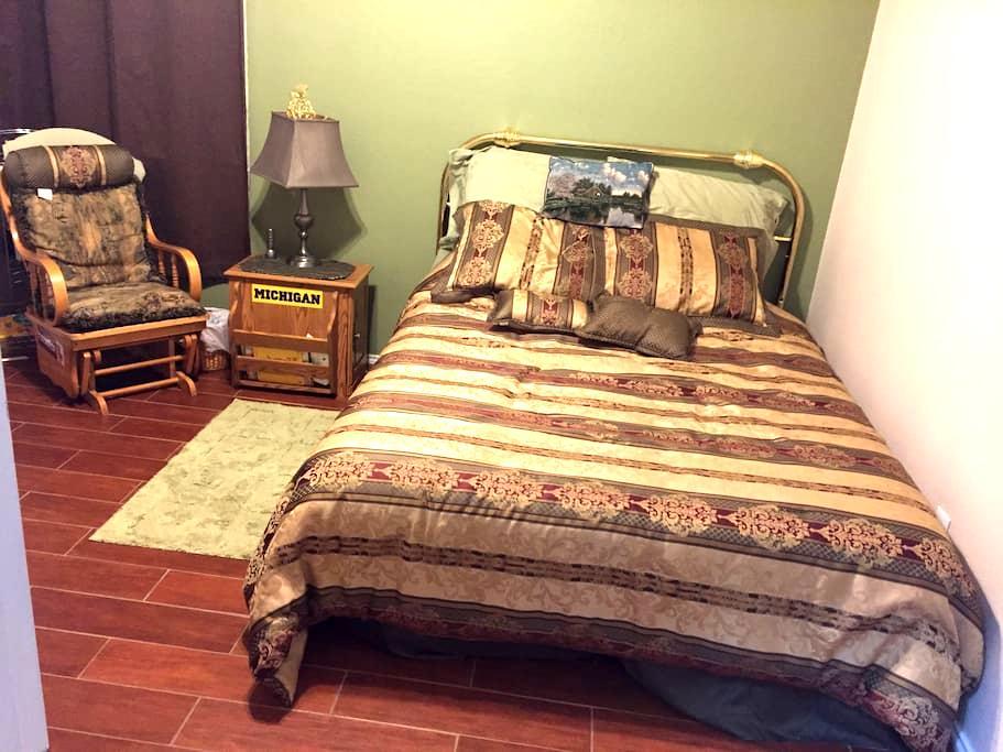 Private cozy bedroom in quiet community - Denton - Huis