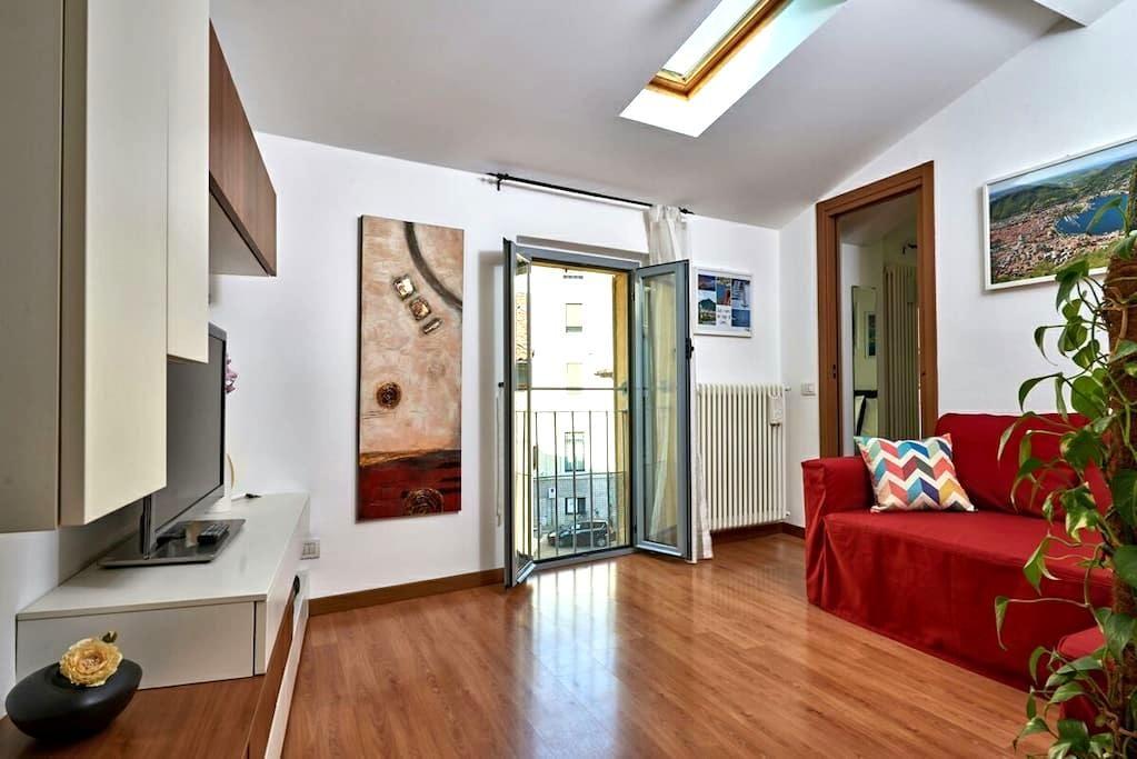 """Cozy flat in center """"La chiave di Volta"""" - Como - Apartamento"""