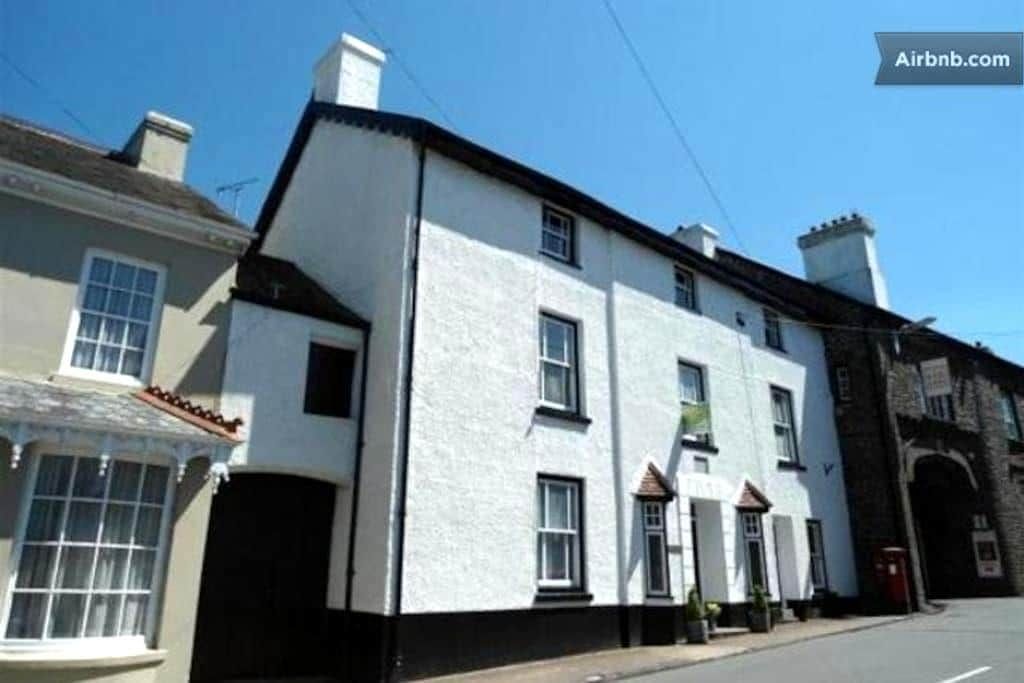 Spacious twin room in family home - Llangadog