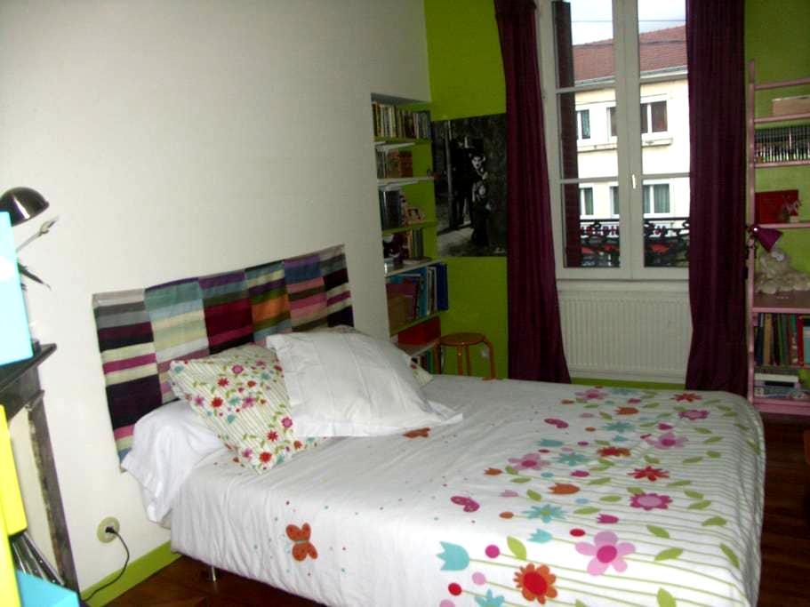 chambre verte dans jolie maison des années 30 - Clermont-Ferrand - House