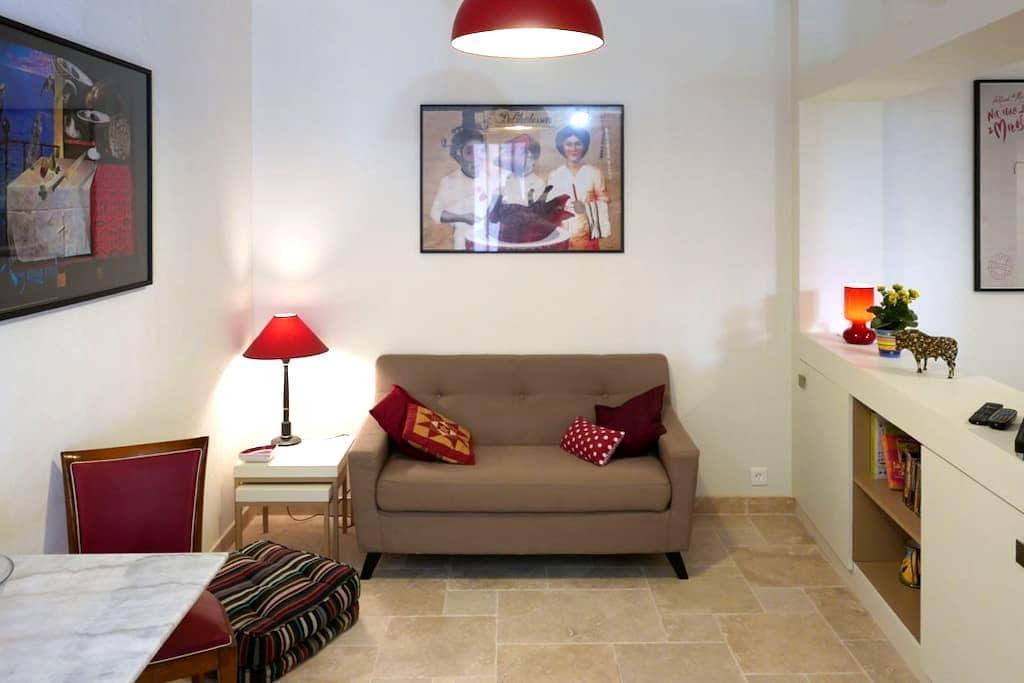 """Grand studio """"Le Relais du Clocher"""" coeur d'Irigny - Irigny - Apartament"""