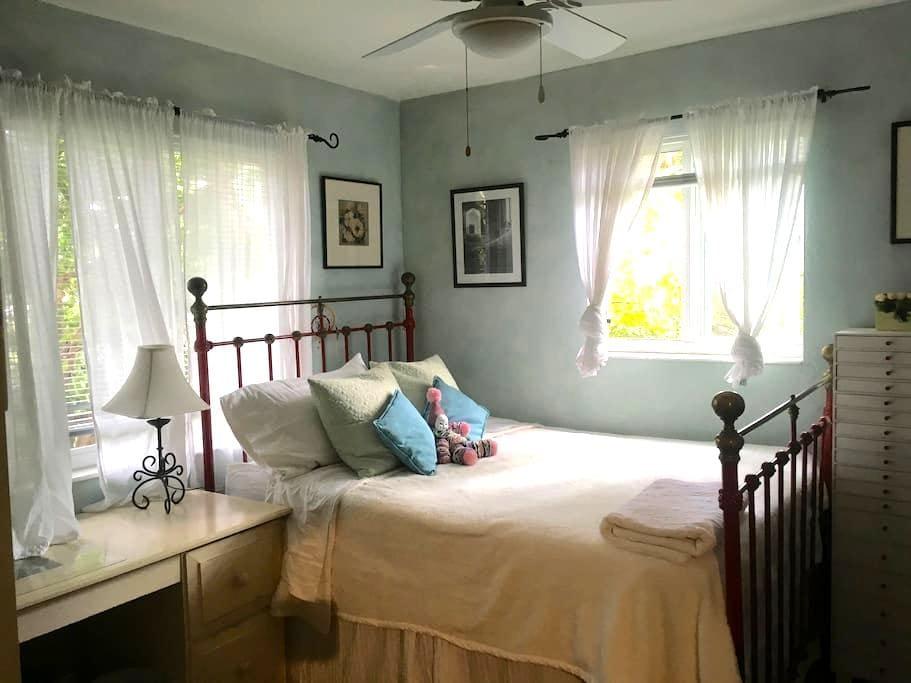 Cozy house with tropical garden - South Miami