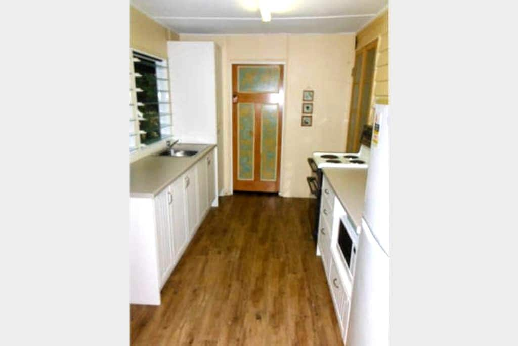 A fully self contained attached flat - Depot Hill - Casa