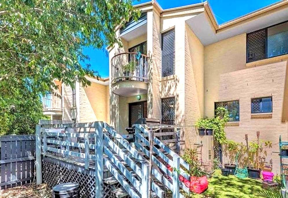 Easy and quiet Stay - Herston - Townhouse