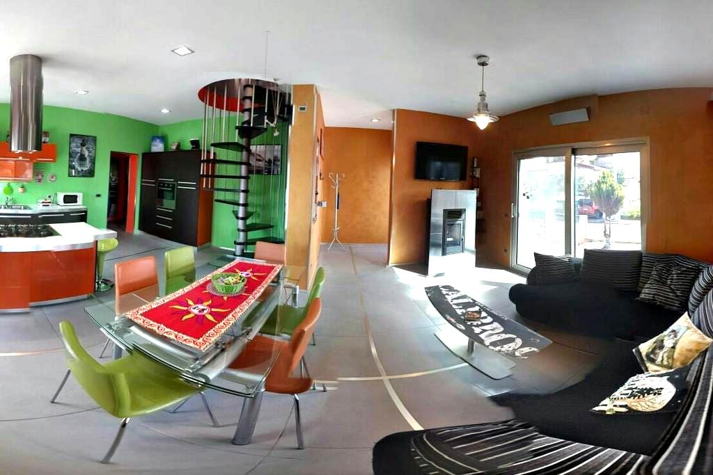House'n'Kite - Cozy, modern and colorful house - Nurachi - Huis