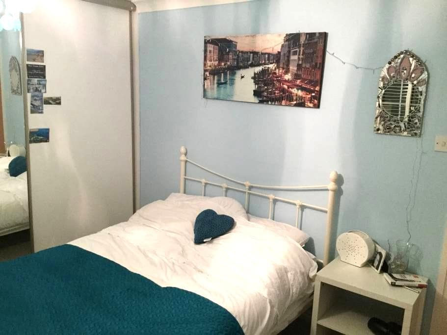 DB room in lovely home close to sea - Worthing - Haus