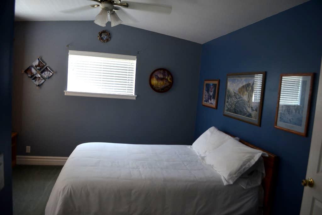 Oakwood Room- The Victorian Bed & Breakfast - Page - Bed & Breakfast