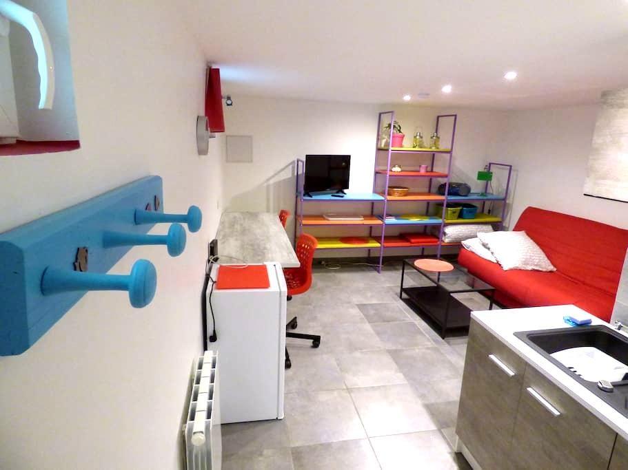 Studio à deux pas du métro La Soie, calme, jardin - Vaulx-en-Velin - Appartement