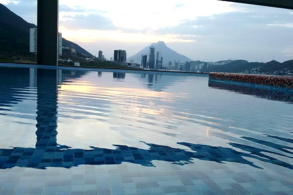 Sophisticated Living. Prime Location & Best View - Monterrey - Appartement