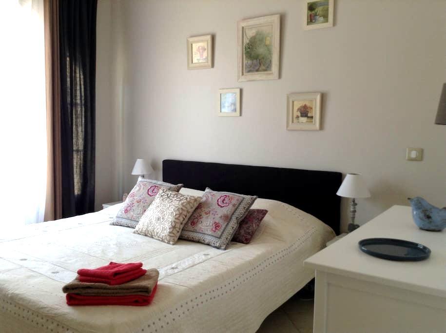 Chambre d'hôtes  20m2 indépendante - Peypin - Bed & Breakfast