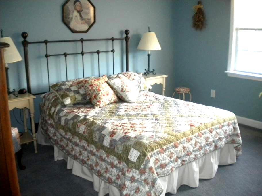 Comfy/clean w/hospitality- Sleeps up to six - Charlottesville - Huis