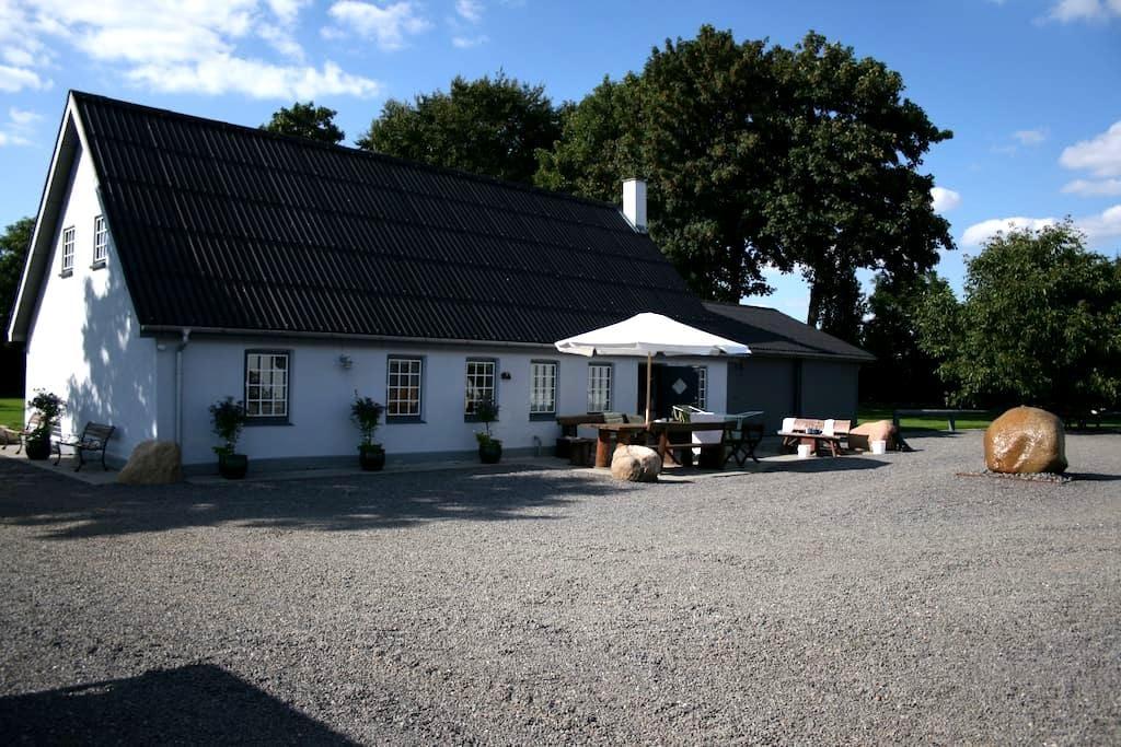 Idyl på landet, 14 km fra Herning - Kibæk - Casa
