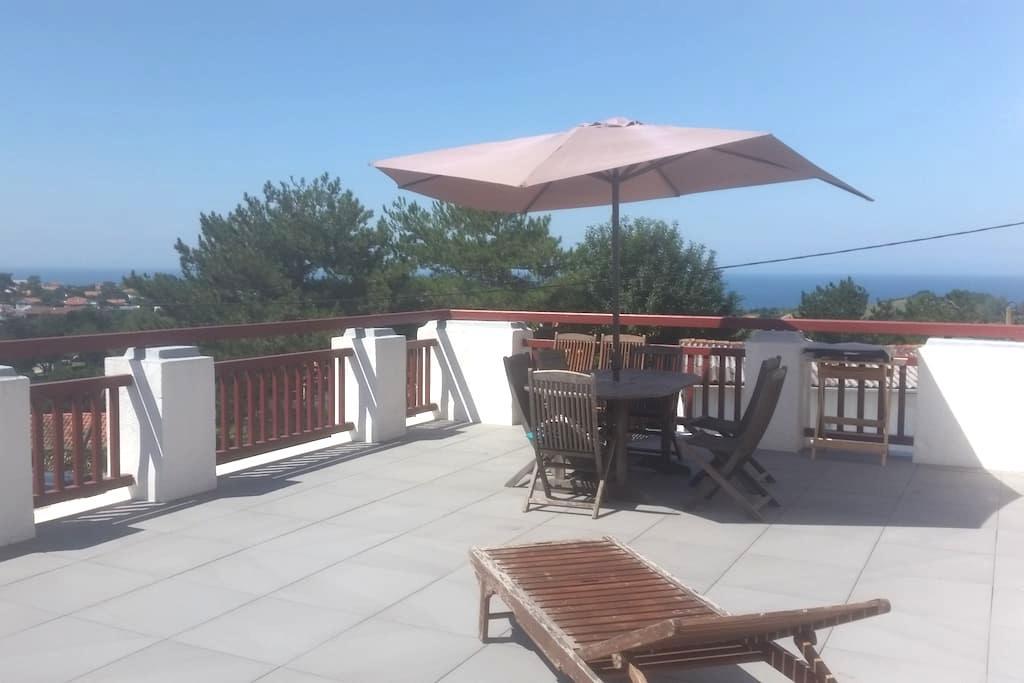 studio grande terrasse vu sur mer et montagne - Saint-Jean-de-Luz