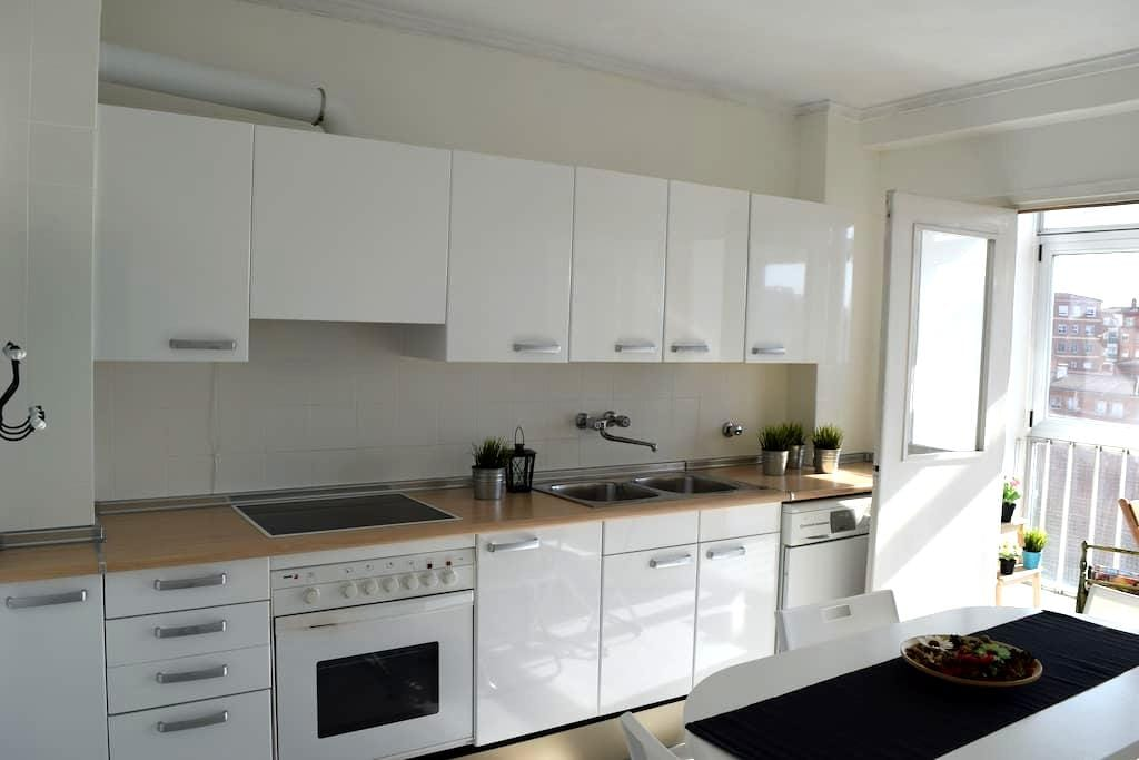 Very spacious apartment for 4 people. - Burgos - Inny