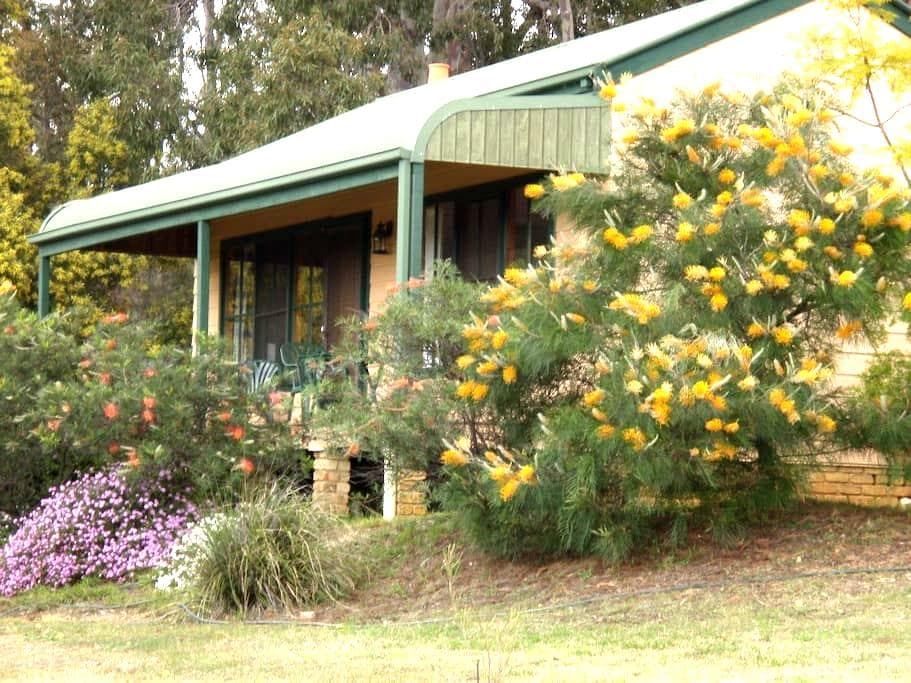 Sutherland cottage - Pokolbin - Casa
