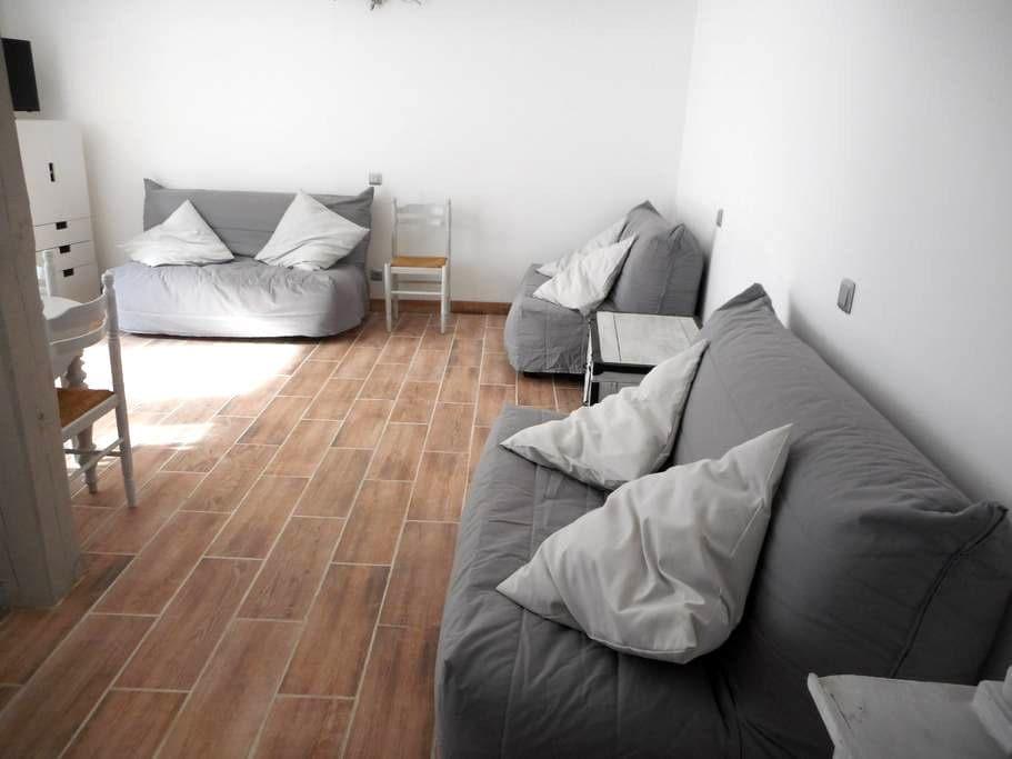 studio neuf de 35 m donnant sur une cour - Lunel