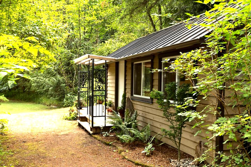 Cottage in the Woods - Cobble Hill - Cabaña
