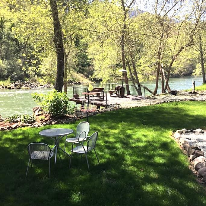 Peace on the Rogue river Studio - Grants Pass - Apartment