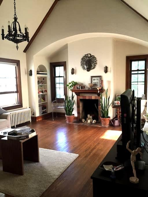 Private rm near UWM w/ parking. - Shorewood - Daire