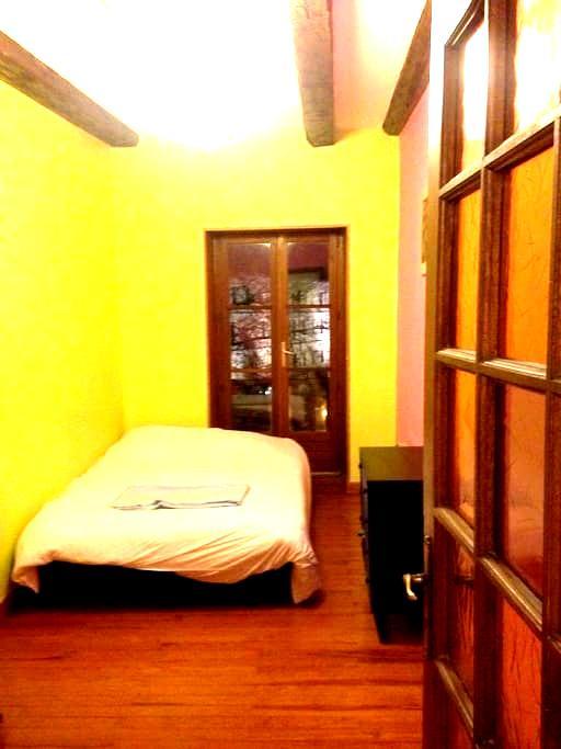 jolie chambre privée dans un F2 au centre ville - Chambéry