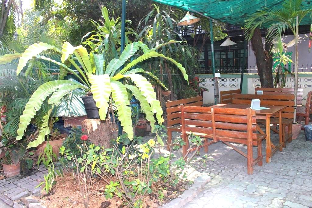 Jungala House - Twin rooms, spacious green garden - Chiang Mai - Bed & Breakfast