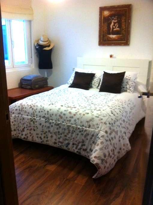Habitación cama de matrimonio, baño no compartido - Ribadeo - Wohnung