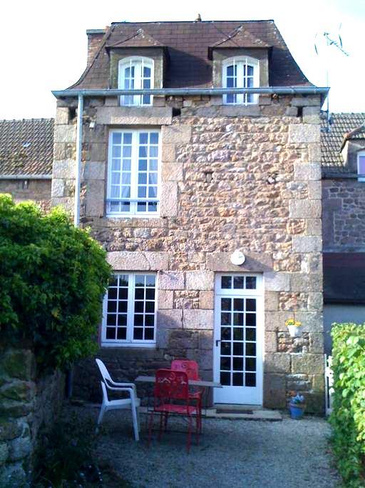 maison de campagne dans un village - Fermanville - Dům