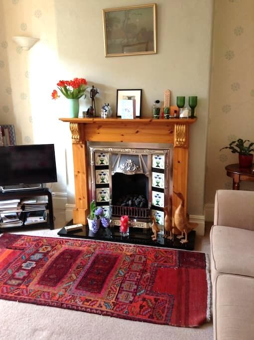 Double room in Victorian terrace. Close to metro. - Prestwich